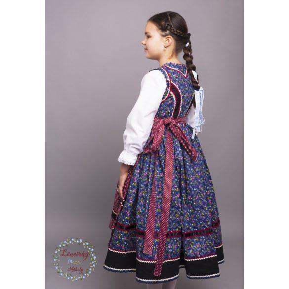 Gyermek mezőségi viselet köténnyel